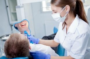 what does a dental assistant do