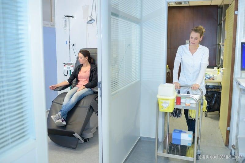 phlebotomist job duties